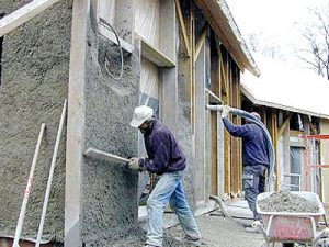 Construction neuve, ossature bois : remplissage par projection de béton de chanvre