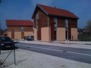 Construction contemporaines en béton de chanvre projeté par voie sèche